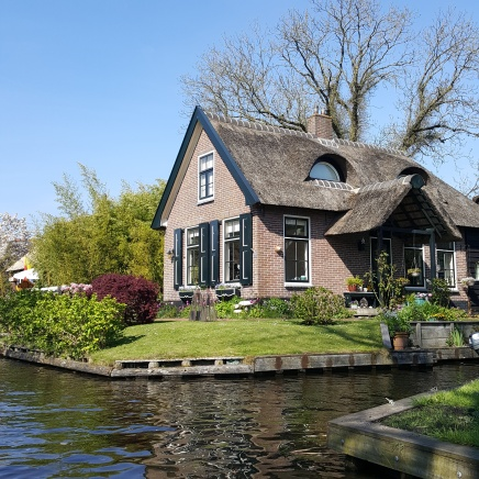 ON OUR BOAT RIDE IN GIETHOORN