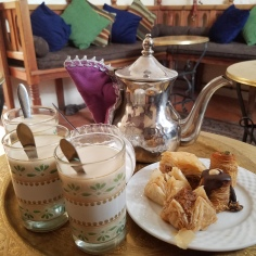 MINT TEA AND SNACKS